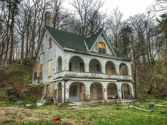 """6,756 Likes, 160 Comments - @archi_ologie on Instagram: """"Next up in our Tuesday night #deserve2preserve challenge with @oldhouselove is her choice of home.…"""""""