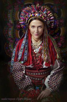 Eastern Europe | Portrait of a Ukrainian bride wearing a wedding wreath, Coloma, Ukraine #pompom #embroidery