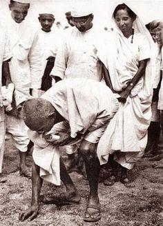 Gandhi, at Dandi beach, during the salt satyagraha in April 1930. Photos: Gandhi Smriti and Darshan Samiti
