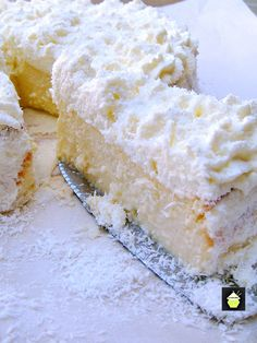 A wonderful fluffy, soft & creamy baked cheesecake, out of this world! Tips on how to avoid cheesecake cracking included in the recipe Coconut Desserts, Coconut Recipes, Just Desserts, Delicious Desserts, Yummy Food, Coconut Cakes, Tiramisu Cheesecake, Ricotta Cheesecake, Cheesecake Recipes