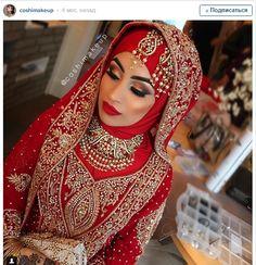 Только взгляните на этот макияж: выделенные скулы, яркая помада и эти брови - все идеально сочетается со свадебным нарядом