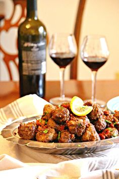Portuguese Meatballs in a Garlicky Wine Sauce - Easy Ethnic Recipes Kebabs, Meat Recipes, Cooking Recipes, Healthy Recipes, Recipies, Lamb Recipes, Yummy Recipes, Paella, Portuguese Recipes