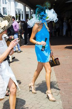 Street Style at the 2015 Kentucky Derby. Kentucky Derby Outfit, Kentucky Derby Fashion, Derby Attire, Derby Outfits, Race Day Fashion, Races Fashion, Horse Race Outfit, Weekender, Barbie
