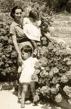 Françoise Gilot fue la única amante que dejó a Picasso y continuó con su vida, casándose con el artista Luc Simon en 1955. Tuvieron una hija, Aurelia y se divorciaron en 1962. Más tarde, en 1969, conoció a Jonas Salk, el pionero de la vacuna de la polio, con quien contrajo matrimonio y vivió hasta la muerte de este en 1995.