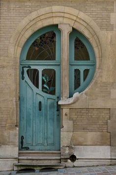 I have a thing for collecting photos of great windows and doors. This one is just so wonderful that I wish I could recreate it on my own home.