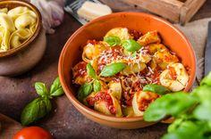 I Tortellini al Sugo sono un gustoso primo piatto della tradizione emiliana. Perfetti per un pranzo con la famiglia oppure una cena con gli amici!