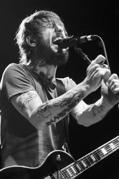 Ben Bridwell - Band of Horses <3 This man woos me in a way you can't imagine.