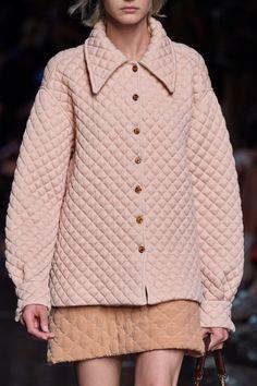 Fendi Spring 2020 Ready-to-Wear Fashion Show - Vogue Fashion Line, Fashion Week, New York Fashion, Spring Fashion, Winter Fashion, Fashion Show, Fashion Outfits, Fashion Fashion, Runway Fashion