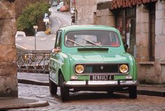 the_bestselling_french_car_with_sales_in_excess_of_eight_mil_large_114933.jpg 911×617 pixels
