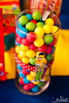 Sesame Street themed candy/ do lemon drops and gumdrops for a barney party. Such a hit i even added lil jars so the kids could fill them up and take them home. Barney Party, Barney Birthday, Elmo Birthday, 3rd Birthday Parties, Birthday Ideas, Seasame Street Party, Sesame Street Birthday, Sesame Street Centerpiece, Birthday Decorations For Men