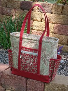 Bernina Land - Yahoo Groups Wish I knew whose pattern she used -- this would make a great bag for piano music, with those outside pockets for the kids' iPods: