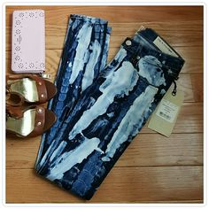 "Rag & Bone Jeans The Skinny in Rivera Super chic skinny jeans in a unique acid wash tie dye design. No two pieces are alike. Has just the right amount of stretch that make these comfortable while also keeping their shape throughout the day. 29"" inseam. rag & bone Jeans Skinny"
