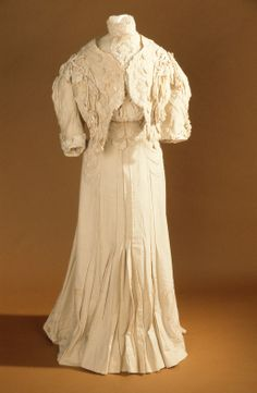 Walking suit, Girolamo Giiuseffi, wool flannel and lace trimmed with braid, satin, linen and applique, c. 1905, American.