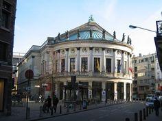 Een mooie voorstelling van een pakkend toneel kan je aanschouwen in de Bourlaschouwburg.