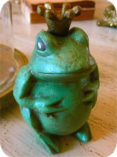 Crowned Iron Frog Statue
