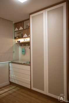 Playful, cozy and simple children& room. A post full of references . - Playful, cozy and simple children& room. A post full of references for those who want a cozy - Bedroom Closet Design, Room Ideas Bedroom, Baby Bedroom, Baby Boy Rooms, Baby Room Decor, Kids Bedroom, Baby Room Closet, Home Music, Baby Changing Table