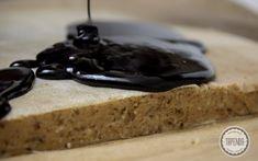 Polewa czekoladowa z żelatyną - przepis - Tapenda.pl Pudding, Food, Custard Pudding, Essen, Puddings, Meals, Yemek, Avocado Pudding, Eten