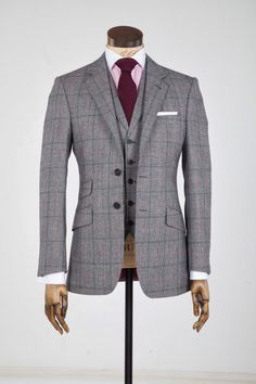 Everybody loves Suits - This is great example of why you should consider angled pockets if you can use a slim fit suit. If you are a bit on the heavy side use the standard pockets. Vintage Glamour Wedding, Made To Measure Suits, Suit Shirts, Elegant Man, Wedding Suits, Wedding Dresses, Well Dressed Men, Double Breasted Suit, Jacket Style