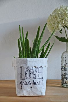 Sew 2 in 1 flowerpot and utensil from SnapPap - free sewing pattern - Hobbies Making Fabric Flowers, Flower Making, Diy Flowers, Flower Pots, Crochet Flowers, Sewing Patterns Free, Free Sewing, Free Pattern, Burning Flowers