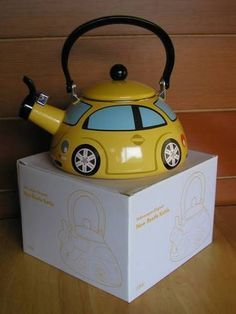 Volkswagen VW Volkswagen New Beetle Kettle. I want one since I don't have my beetle anymore! Volkswagen New Beetle, Beetle Bug, Vw Beetles, Volkswagen Golf, Vw Accessories, Vw Camping, Bug Car, Combi Vw, Vw Vintage
