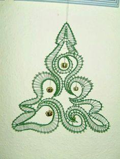 Risultati immagini per bobbin lace patterns free Irish Crochet, Crochet Lace, Lace Christmas Tree, Doily Art, Bobbin Lace Patterns, Decor Inspiration, Lacemaking, Point Lace, Lace Jewelry