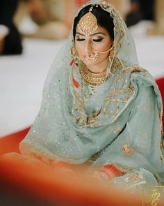 23 Ideas north indian bridal makeup desi wedding for 2019 Indian Bridal Outfits, Indian Bridal Fashion, Indian Bridal Makeup, Indian Bridal Wear, Bridal Dresses, Bridal Bouquets, Indian Dresses, Indian Wear, Prom Dresses