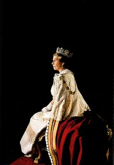 heavyarethecrowns:  Queen Elizabeth