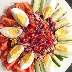 #aftertraining #protein #salad #tuna #redcabbage #egg #cucumber #pepper #oliveoil #cherry #tomato #heart #healthy #healthyfood #healthylife #lowfat #lowcarb #delicious #colors #pleasure by shrangila