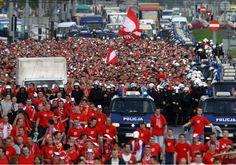 Fanáticos polacos de fútbol prendieron fuego efigies que representaban a judíos - http://diariojudio.com/noticias/fanaticos-polacos-de-futbol-prendieron-fuego-efigies-que-representaban-a-judios/207089/