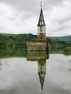Bezidul Nou village is situated in Transylvania region, Romania, inhabited by Szeklers, a distinctive ethnic group of Hungarian origin Abandoned Churches, Old Churches, Abandoned Places, Oh The Places You'll Go, Places To Visit, Bulgaria, Church Architecture, Cathedral Church, Chapelle