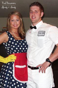 Hallowen Costume Couples DIY Housewife & the Milk Man Costume 1950 Costumes, Nerd Costumes, Vampire Costumes, Diy Costumes, Costume Ideas, White Costumes, Couple Costumes, Costume Halloween, Halloween Fun