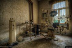 © Blende, Nicole Opitz, Der Zahn der Zeit...   #Zahnarztpraxis #Verfall #dentalclinic #abandoned