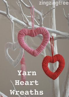 Simply Stylish Easy Wool Heart Wreath Decorations - Super simple mini Yarn Heart Wreaths … perfect little valentine decorations - Valentines Bricolage, Little Valentine, Valentine Wreath, Valentines Day Party, Valentines Day Decorations, Valentine Day Crafts, Holiday Crafts, Saint Valentine, Printable Valentine