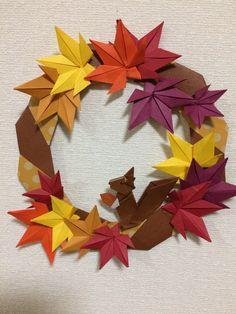 折り紙もみじとリスのリース 🍁はkamikeyさん、🐿はYouTubeを参考にして折りました。 Origami 2d, Origami Wreath, Origami Leaves, Origami Stars, Origami Flowers, Easy Crafts, Diy And Crafts, Arts And Crafts, Paper Crafts
