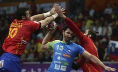 España llega a octavos invicta tras ganar a una peleona Eslovenia