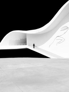 Architecture and Fashion. Minimalist Architecture, Chinese Architecture, Architecture Office, Futuristic Architecture, Amazing Architecture, Contemporary Architecture, Architecture Details, Office Buildings, Oscar Niemeyer