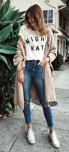 Cute casual back to school outfit ideas for cream cardigan, graphic t-shirt, blue ripped jeans, converse. 30 Outfits, Cute Teen Outfits, Boho Outfits, Outfits For Teens, Spring Outfits, Casual Outfits, Fashion Outfits, Dress Outfits, Fashion Ideas