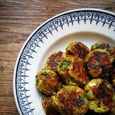 Vegetarian meatballs, zucchini, onions and curry - Copyright © Gratinez Vegetarian Meatballs, Vegetarian Cooking, Vegetarian Recipes, Cooking Recipes, Healthy Recipes, Quinoa, Zucchini, Good Food, Yummy Food