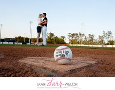 homecoming proposal ideas this is cutte Proposal Ideas baseball this is cutte this is cutte Baseball Engagement Photos, Fall Engagement, Engagement Couple, Engagement Pictures, Engagement Shoots, Baseball Proposal, Baseball Couples, Baseball Stuff, Baseball Party