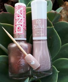 Daqui a pouquinho tem passo a passo Manicure, Nails, Starbucks Iced Coffee, Coffee Bottle, Lipstick, Nail Art, Nail Design, Step By Step, Crystals