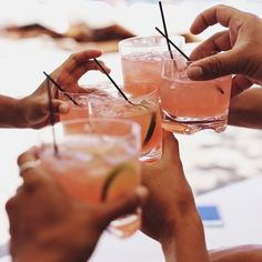 Cheers to summer Cheers, Gin, Modern Hepburn, Pink Drinks, Pink Cocktails, Fancy Drinks, Classic Cocktails, Frozen, A Table