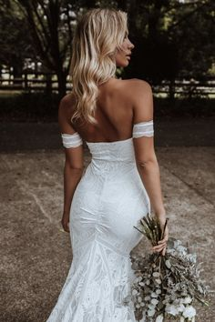 Dance all night long in the modern bustier dress that moves with you! Palm offers the shaping and support you desire without the restriction of boning. W Dresses, Bridal Dresses, Wedding Goals, Boho Wedding, Lace Bride, Grace Loves Lace, Bustier Dress, Dream Wedding Dresses, Dream Dress