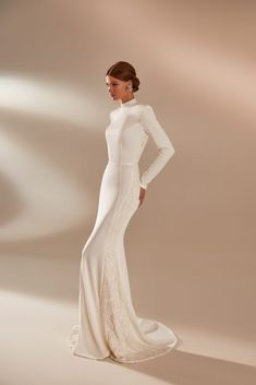 Simple Wedding Gowns, Amazing Wedding Dress, Luxury Wedding Dress, Princess Wedding Dresses, Best Wedding Dresses, Designer Wedding Dresses, Bridal Dresses, Wedding Dress Brands, Bridal Photoshoot