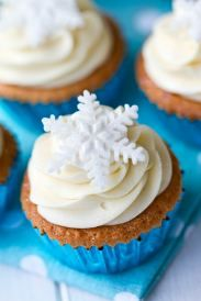 Snowflake Cupcakes...men can like cup cakes too...just saying is all
