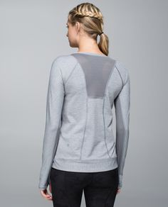 When we're setting off on a long run our focus is on our race pace, not laundry day. We made this anti-stink long sleeve to be the perfect choice for chilly runs, and made it out of lightweight fabric with plenty of venting. Now, no matter how hard we're working, we can keep our cool.