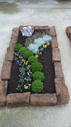 Precious Tips for Outdoor Gardens - Modern Garden Art, Garden Design, Garden Wallpaper, Cemetery Decorations, Cemetery Flowers, Plantar, Lawn Care, Garden Projects, Garden Ideas