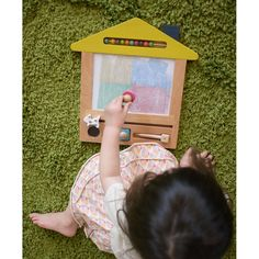 """Magische Zeichentafel, """"oekaki house"""", aus Holz, gelb, mit magnetischem Stift und 3 Stempeln, von gg*"""