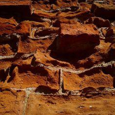 #old #wall #bricks #picoftheday #pictureoftheday #imageoftheday #photooftheday #smartphone_photos