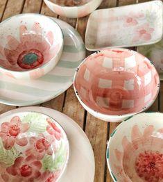 Ceramic Cafe, Ceramic Pottery, Pottery Art, Diy Clay, Clay Crafts, Pottery Painting, Hand Painted Ceramics, Handmade Pottery, Mug Designs