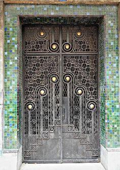 Входные двери в стиле модерн.